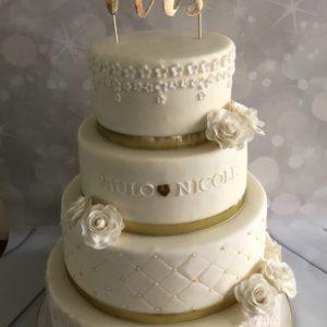 bruidstaart witte rozen