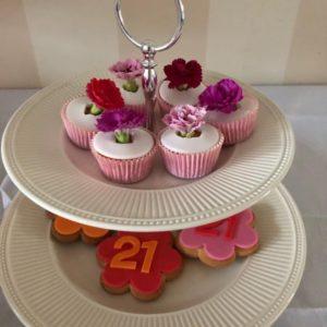 cupcake met eetbare echt bloemen
