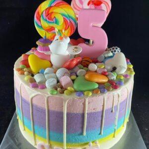 Regenboogdrip taart